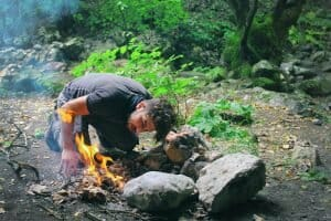 10 Outdoor Survival Skills Every Guy Should Know Build a Fire, Build a Shelter, Edible Plants, how to Tie Knots, survival skills Outdoors