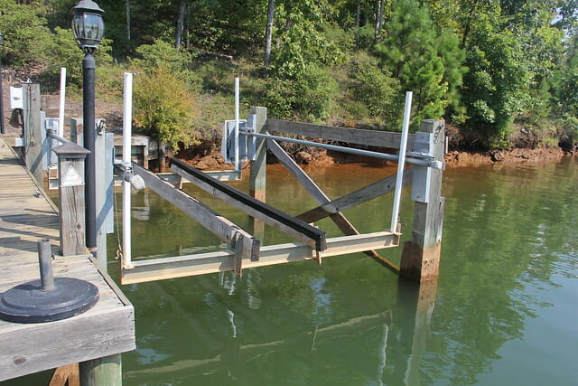 choose a boat lift