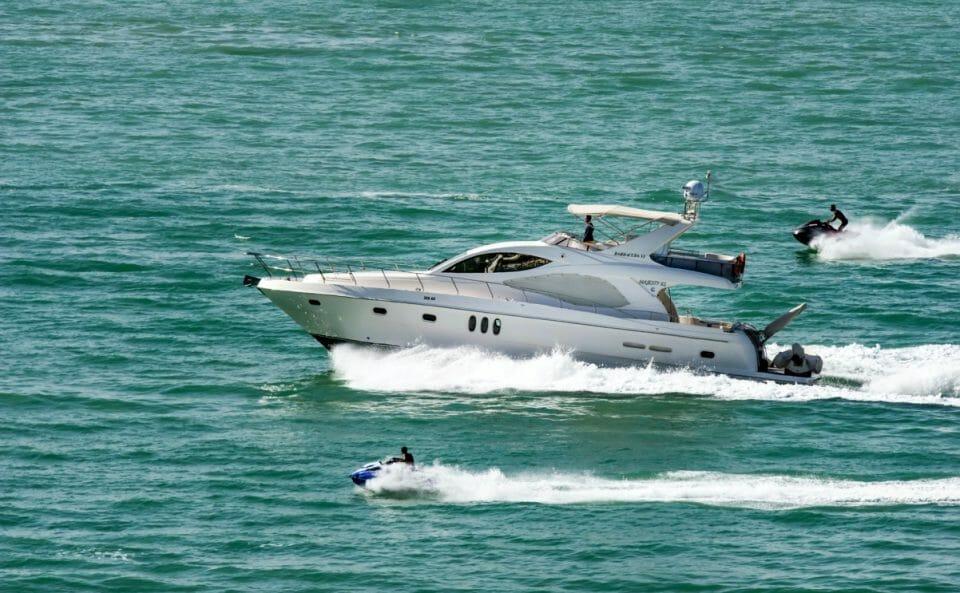 action-boat-jetski-leisure-625418.jpg